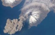 探索地球家园 令人惊叹的NASA地球日壁纸集 从太空看阿拉斯加火山爆发 View of Eruption From Orbit 壁纸下载 探索地球家园令人惊叹的NASA地球日壁纸集 风景壁纸