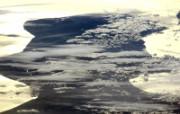 探索地球家园 令人惊叹的NASA地球日壁纸集 空间站上拍摄的云和日光 Clouds and Sunlight 壁纸下载 探索地球家园令人惊叹的NASA地球日壁纸集 风景壁纸