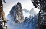 Windows 7世界名胜高清壁纸 亚洲篇 中国安徽 冬季的黄山 Huangshan Mountains in Winter in Anhui China Windows 7世界名胜高清壁纸亚洲篇 风景壁纸