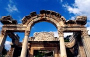 Windows 7世界名胜高清壁纸 亚洲篇 土耳其 哈德良神庙Temple of Hadrian Ephesus Izmir Turkey Windows 7世界名胜高清壁纸亚洲篇 风景壁纸