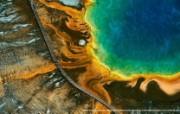 上帝之眼 Yann Arthus Bertrand 扬恩 亚瑟空中摄影奇景壁纸北美篇 鸟瞰美国 黄石国家公园的大棱镜湖图片壁纸 扬恩・亚瑟空中摄影奇景 北美篇 风景壁纸