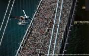 上帝之眼 Yann Arthus Bertrand 扬恩 亚瑟空中摄影奇景壁纸北美篇 鸟瞰美国 马拉松人群穿越纽约维拉萨诺大桥图片壁纸 扬恩・亚瑟空中摄影奇景 北美篇 风景壁纸