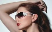 迷人电眼眼镜美女模特高清壁纸 壁纸5 迷人电眼眼镜美女模特 广告壁纸