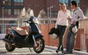 情侣与摩托 汽车壁纸