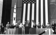 One Giant Leap for Mankind President George Bush and Apollo 11 Astronauts 1989年老布什总统和登月英雄 阿波罗11号登月40周年纪念壁纸 人文壁纸