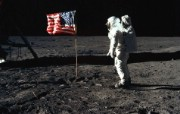One Giant Leap for Mankind Buzz Aldrin and the U S flag on the Moon 巴兹 奥尔德林和国旗 阿波罗11号登月40周年纪念壁纸 人文壁纸
