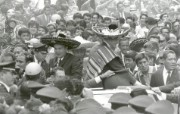One Giant Leap for Mankind Apollo 11 Astronauts Swarmed by Thousands In Mexico City Parade 墨西哥城的庆祝游行 阿波罗11号登月40周年纪念壁纸 人文壁纸