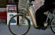 北京印象 国家地理摄影师眼中的北京新风貌 北京琉璃厂文化街 以经营古玩字画闻名 Beijing Cyclist on Liulichang Street 北京印象国家地理摄影师眼中的北京新风貌 人文壁纸