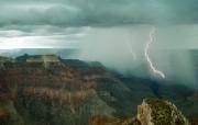 透过镜头 Twin Bolts of Lightning Grand Canyon Arizona 大峡谷闪电桌面壁纸 国家地理杂志2008年度最佳图片 人文壁纸