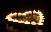 烛光摇曳桌面壁纸 烛光摇曳桌面壁纸 人文壁纸