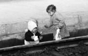 贫困战火童年 人物壁纸