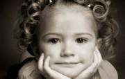 黑白儿童摄影 卷发小女孩图片壁纸 爱与纯真可爱婴儿儿童摄影壁纸 摄影壁纸