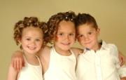 儿童摄影 金发小兄妹图片壁纸 爱与纯真可爱婴儿儿童摄影壁纸 摄影壁纸