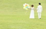 新娘新郎 草地户外 花园里的婚礼图片 花园里的白色婚礼婚纱摄影壁纸 摄影壁纸