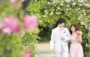 Garden Wedding Photography Wedding couple in garden 花园里的白色婚礼婚纱摄影壁纸 摄影壁纸