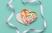 壁纸 情人节心意 彩色心形珠子图片壁纸 情人节心形小物品摄影 摄影壁纸
