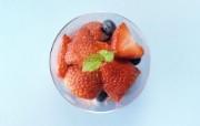 餐桌 33P 草莓水果杯 水果甜点图片 水果甜点摄影二 摄影壁纸