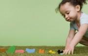 天使在人间 儿童摄影壁纸 婴儿与玩具 国外儿童摄影壁纸 天使在人间儿童摄影壁纸第一辑 摄影壁纸