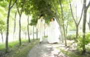 幸福小夫妻 公园里的白色婚礼 婚纱摄影壁纸图片壁纸 我们结婚吧 摄影壁纸