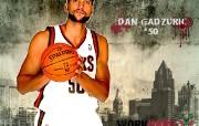 NBA 2009 10赛季密尔沃基雄鹿桌面壁纸 Dan Gadzuric壁纸下载 NBA200910赛季密尔沃基雄鹿桌面壁纸 体育壁纸